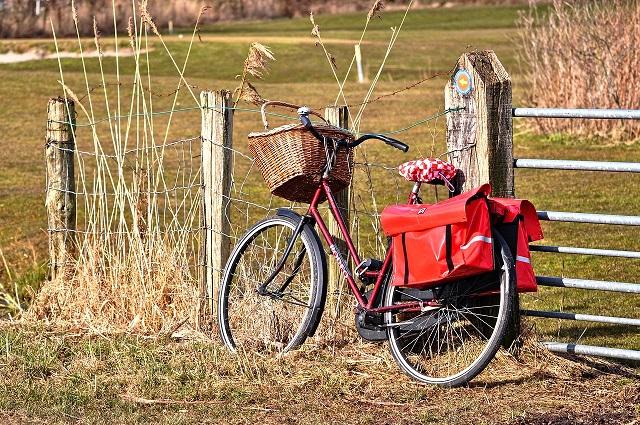 fiets met tassen